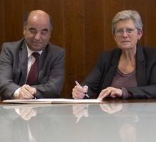 image : signature de la convention de partenariat par M. Amara et G. Darrieussecq