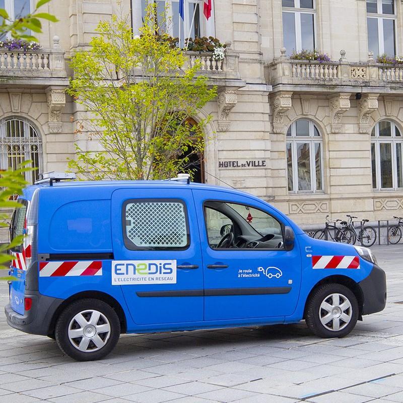 image : Véhicule électrique place de la mairie - Mont de Marsan
