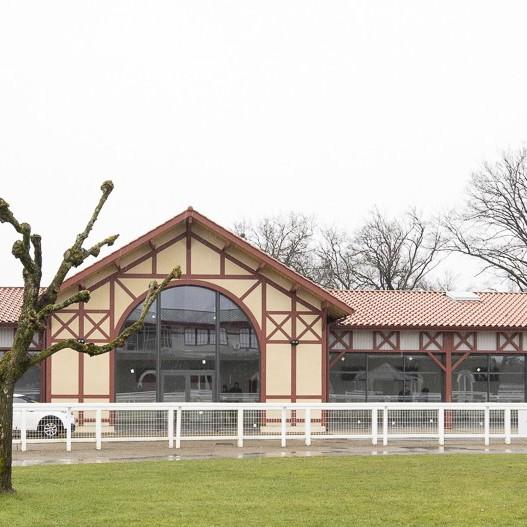 image : Salle de réception de lhippodrome des Grands Pins - Mont de Marsan
